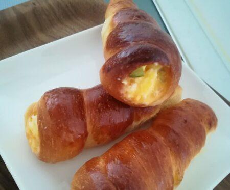 コロネパン(卵を塗って焼いたもの)