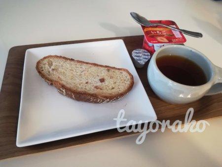 カンパーニュで朝食