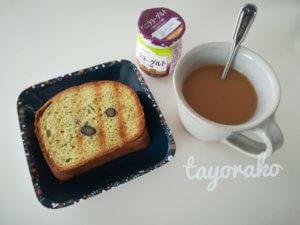 朝食のパンとコーヒー