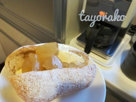 りんご煮乗せコッペパン