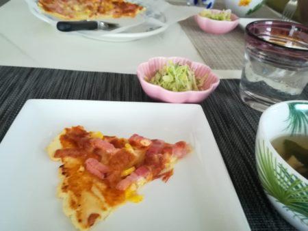 お昼ご飯にピザ