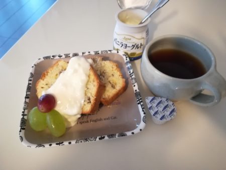 パウンドケーキにヨーグルト