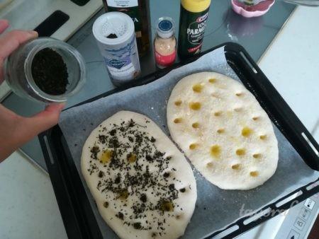 バジルと粉チーズフォカッチャ
