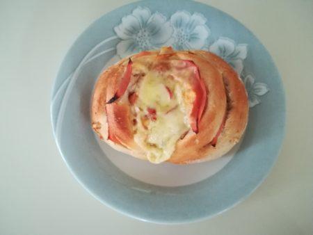 ドライトマト入りパン