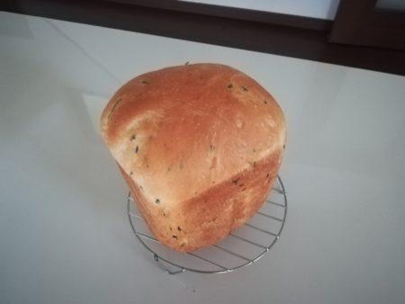 バジル食パン全貌