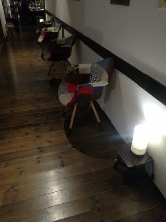 廊下の椅子
