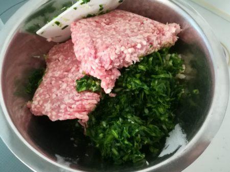 ひき肉投入
