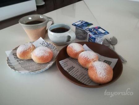ちぎりパンで朝食